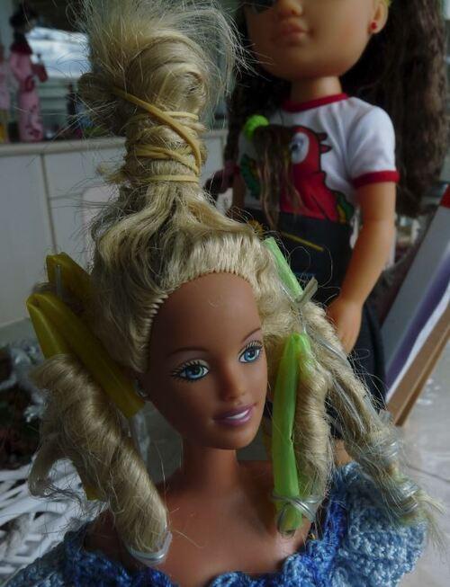 """Barbie attend sa robe pour le """"bal des débutantes"""""""