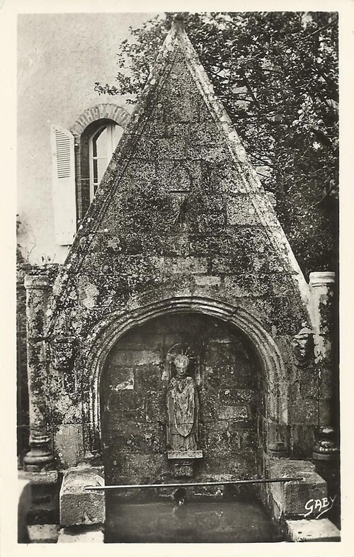 Locminé, fontaine Saint Colomban