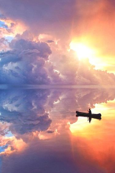 Il fait de nous un voyageur immobile et émerveillé ...