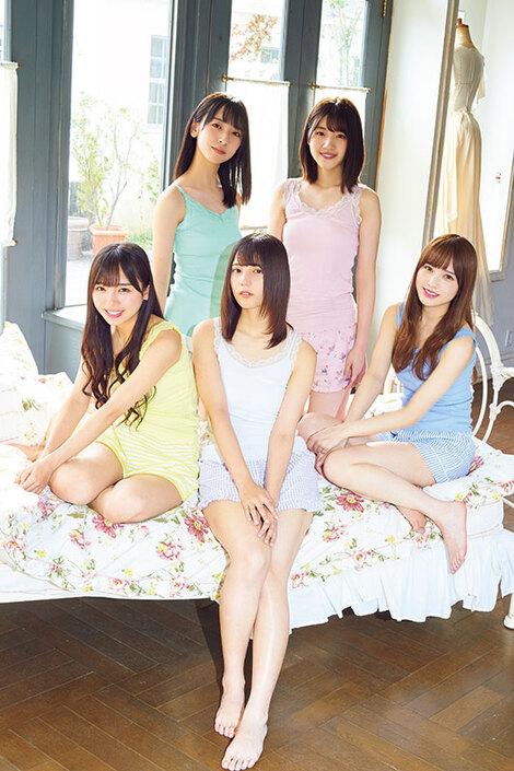 WEB Magazine : ( [Young Magazine WEB - Gravure] -  Monthly Young Magazine - 2020 / N°1 - Hinatazaka46  )
