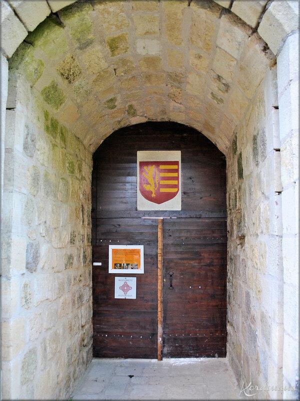 Photo de l'entrée de la forteresse médiévale de Langoiran