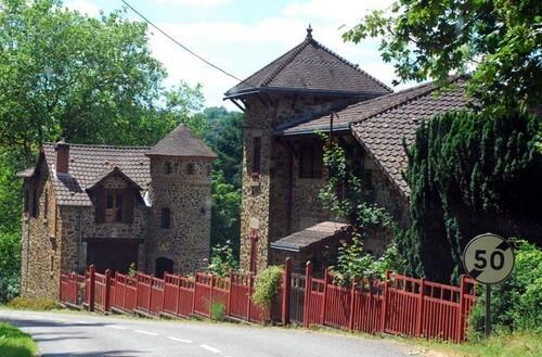 Encore de belles demeures qui surplombent la Creuse