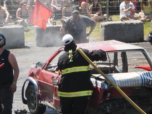 3 pompiers du service incendie de Lambton à la recherche de sensations fortes