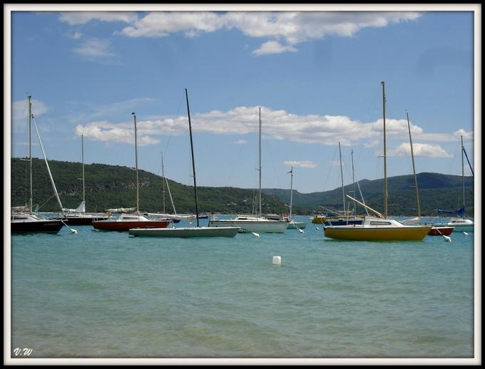 Bateaux sur le lac de Sainte-Croix