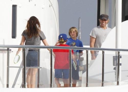 18 juillet 2012 JON BON JOVI  et sa famille serait en grece