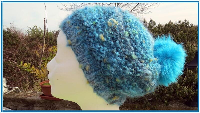Bonnet Plassard bleu turquoise à pompon en mohair