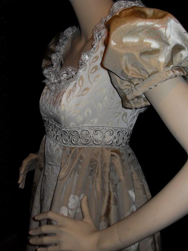 Elisabeth Nicvert expose ses merveilleux costumes au château de Nuits sur Armançon...