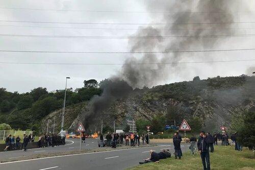 A Brest, la CGT métallurgie bloque le port. ( F3.fr - 30/06/21 - 11h48 )