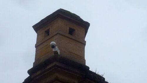 Affreuses caméras sur monuments