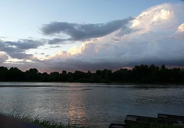 Ciel-d-orage-sur-la-Loire-Chaumont-28-08-12-P1300709.JPG