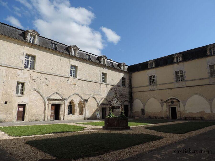 la cour de l'abbaye de Bassac  (16)