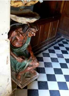 Asmodée à l'entrée de l'église de Rennes-le-Château