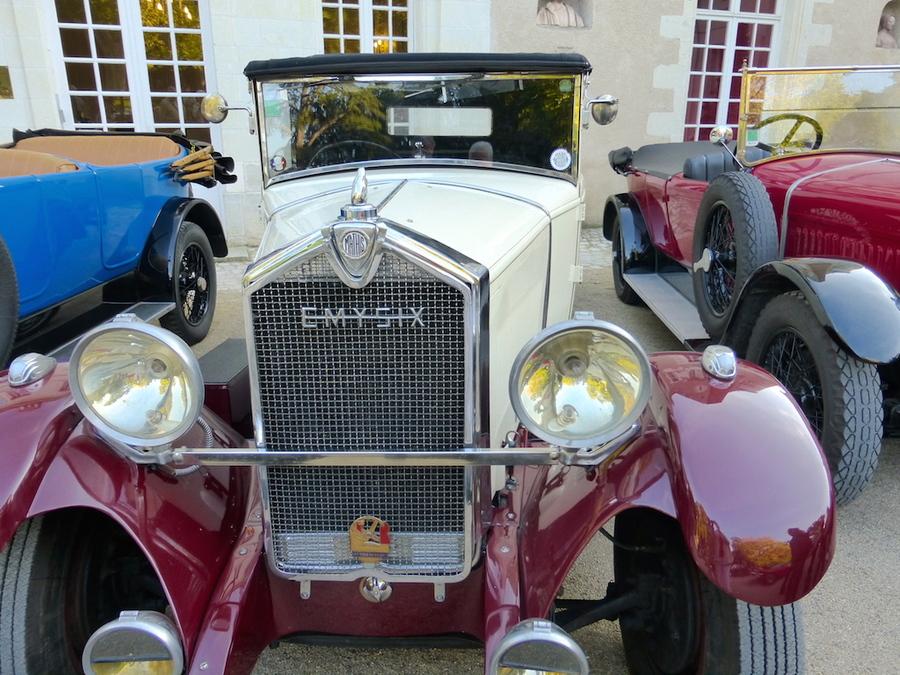 """Le rallye des """"Vielle Dames"""" ou voitures d'autrefois!"""