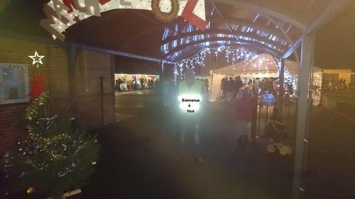 Un marché de Noël haut en couleurs, en chants, et très varié