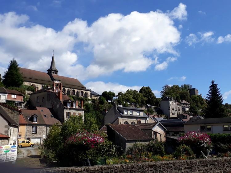 Eglise Sainte-Croix et château