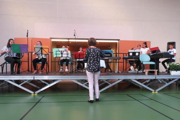 Un beau concert de France-Accordéon a eu lieu en collaboration avec le 9ème salon des peintres des Amis du Châtillonnais 2018