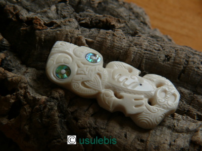Blog de usulebis : Usulebis ,Artisan créateur de bijoux polynésiens , contact : usulebis@hotmail.fr, Pendentif Hei Tiki N°5