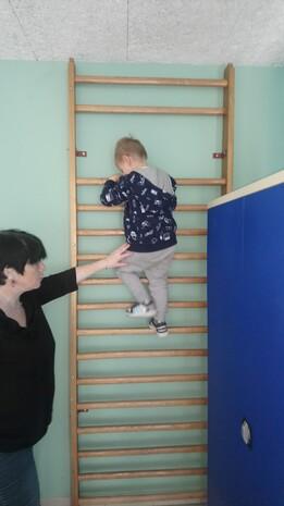 Séance de motricité : grimper et rouler