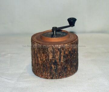 Moulin à poivre en rondin de bois