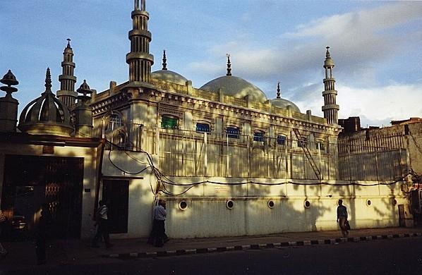 800px-Ktm-mosque261.jpg