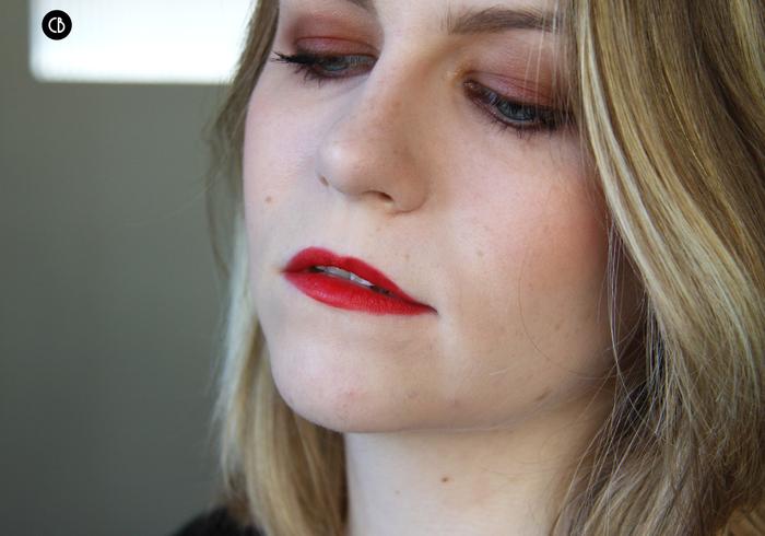 Le Rouge, des lèvres féminines et séduisantes