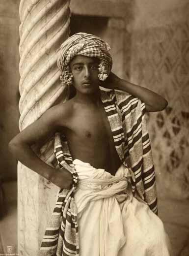 Jeune garçon aux fleurs. 1910