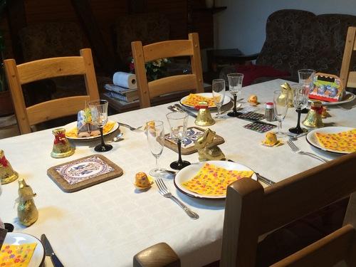 VOICI NOTRE TABLE DE PAQUES