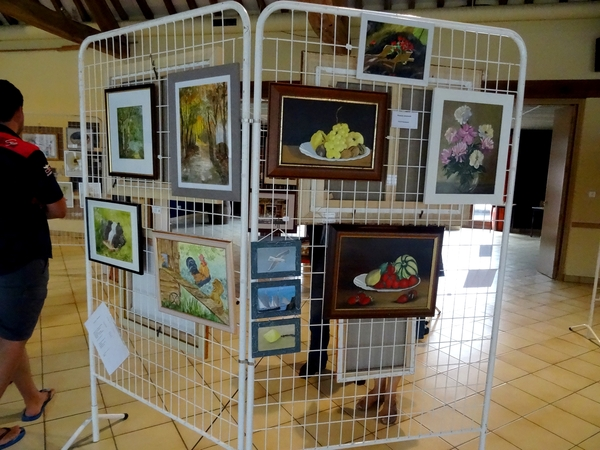 Une exposition de peintures, marquetterie et sculpture sur pierre a eu lieu à Minot le week-end du 15 août