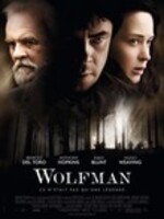 Tiré du classique des films d'horreur Universal, The Wolfman revisite le mythe de l'homme maudit et ses origines primales. Benicio Del Toro (lauréat à l'Oscar) incarne Lawrence Talbot, un aristocrate torturé que la disparition de son frère force à revenir au domaine familial. Contraint de se rapprocher à nouveau de son père (Anthony Hopkins, lauréat à l'Oscar), Talbot se lance à la recherche de son frère...et se découvre une terrible destinée.  L'enfance de Lawrence Talbot prit fin à la mort de sa mère. Ayant quitté le paisible hameau de Blackmoor, il a passé plusieurs décennies à essayer d'oublier. Mais, sous les suppliques de la fiancée de son frère, Gwen Conliffe (Emily Blunt), il revient à Blackmoor pour l'aider à retrouver l'homme qu'elle aime. Il y apprend qu'une créature brutale et assoiffée de sang s'affaire à décimer les villageois et que Aberline (Hugo Weaing), un inspecteur soupçonneux de Scotland Yard, est là pour mener l'enquête....-----...Film de Joe Johnston Fantastique 1 h 39 min  10 février 2010 Avec Anthony Hopkins, Emily Blunt, Hugo Weaving