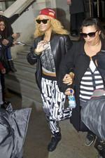 Rihanna quitte son hôtel à Londres