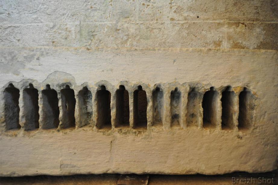 Kernascléden : La pierre taurobolique atteste de la pratique d'un culte païen pré-chrétien