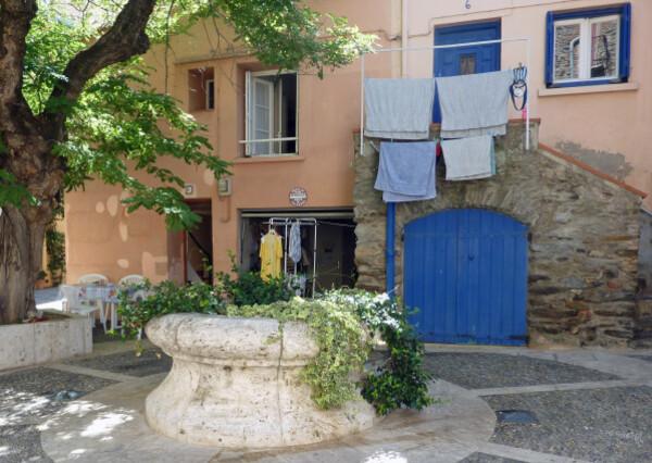 Collioure - Petite place au puits