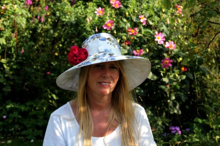 Ruffled Burgundy : la rose à chapeaux