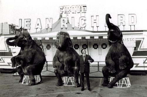 Jean Richard devant son cirque en 1968