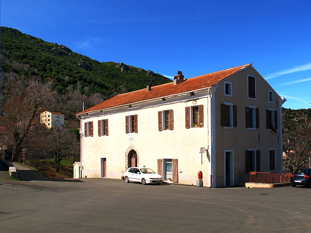 Campile ancienne maison, actuellement mairie et poste.jpg