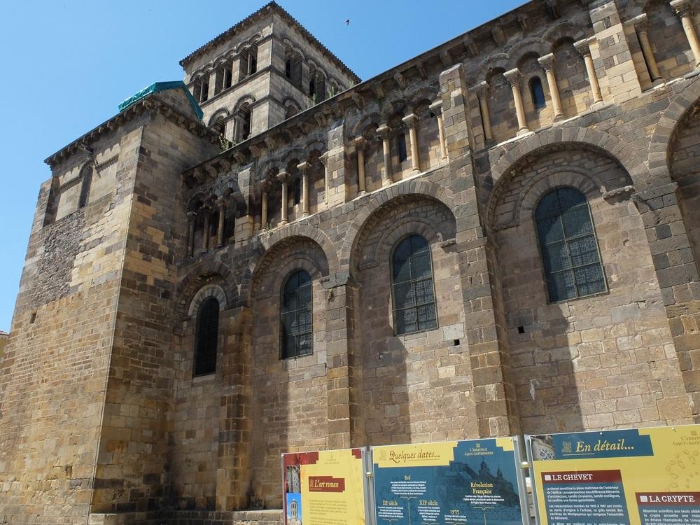 L'abbatiale Saint-Austremoine.