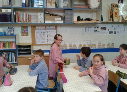 Charlotte présente son exposé sur l'Alsace !