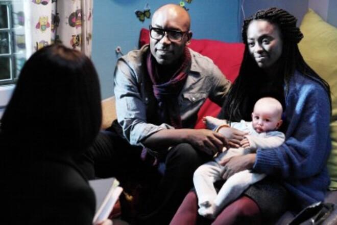 """Film-Comédie:'' Il a déjà tes yeux"""" Un petit enfant blanc pour un couple noir , un bel exemple sur le racisme....."""
