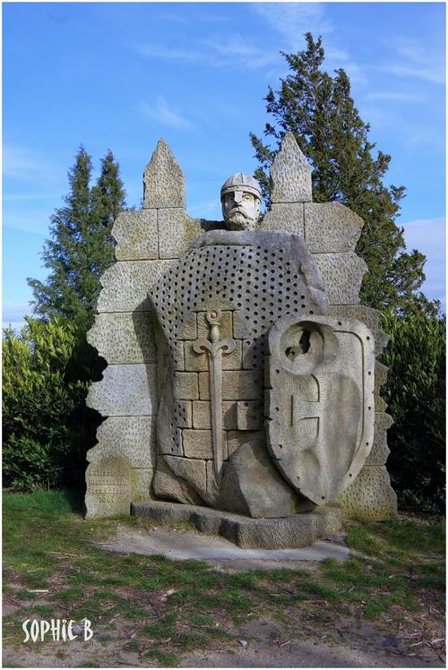 Le château de Montmorin .