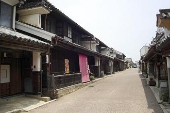 800px-wakimachi_minami-machi_in_mima_tokushima_pref01