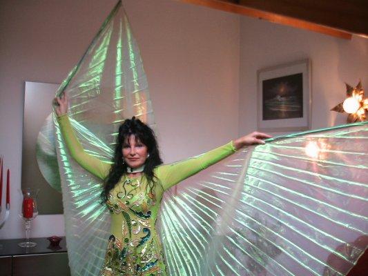 Nadouche, quelques photos de moi avec le costume de danse, Bisou
