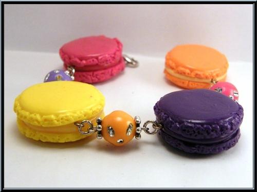 Bracelet macarons multicolores en pâte fimo.