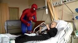 Wolu1200 : Spider-man, un visiteur inattendu pour les enfants malades du CHU St Luc