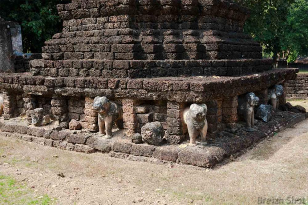 Wat Chedi Chet Thaeo, Si Satchanalai - Les éléphants