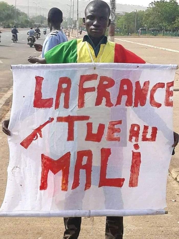 Concernant la politique française (la réforme des retraites et tout le reste) ou la politique étrangère (l'opération Barkhane) Macron ment…