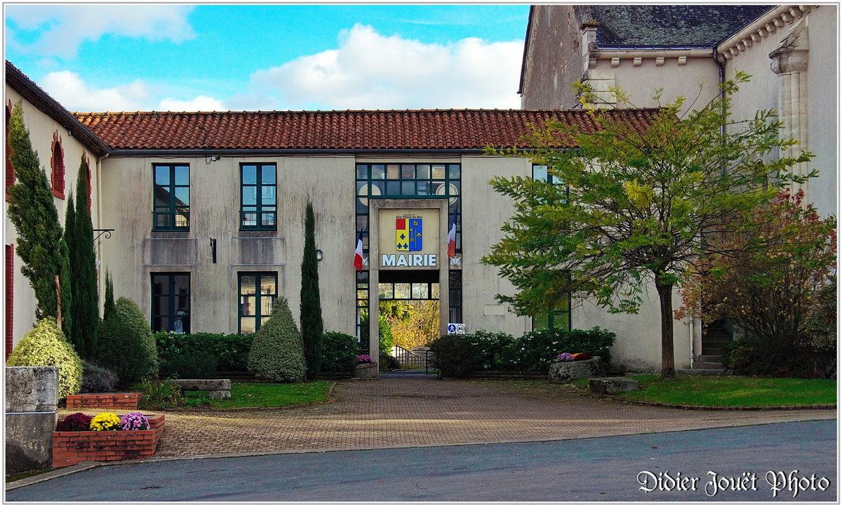 85 . Vendée - Saint Florent des Bois (1)