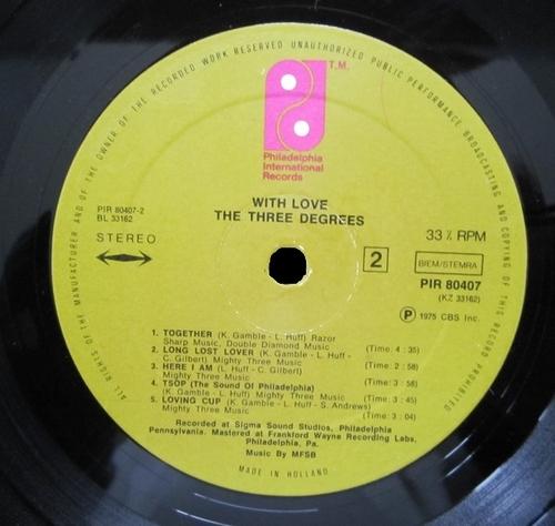 "1975 : The Three Degrees : Album "" International "" Philadelphia International Records KZ 33162 [ US ]"