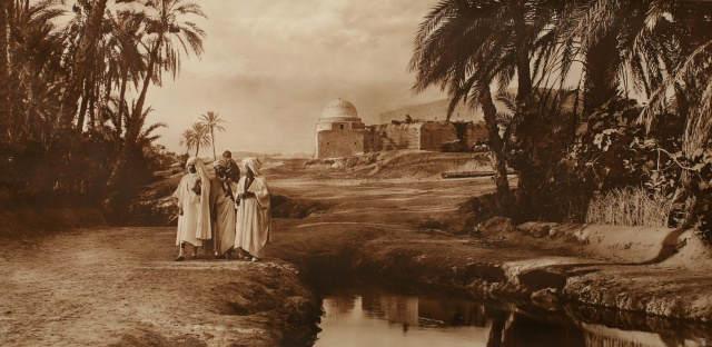 Scéne de village. Tunisie. 1900