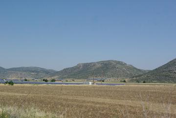 de Athènes à Delphes champ de panneaux solaires