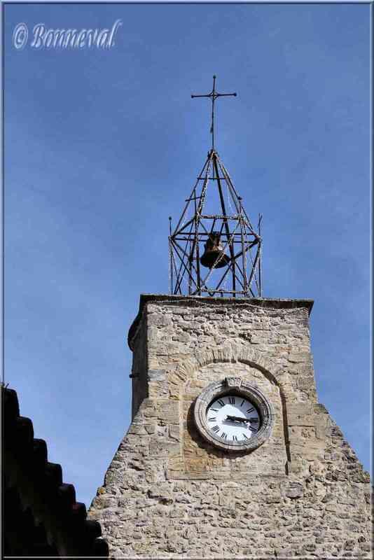 Ansouis Vaucluse campanile sur le beffroi